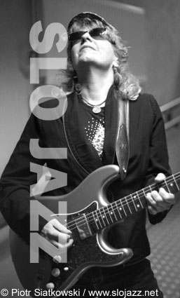 DEBBIE DAVIES American female electric blues guitar singer image slojazz photo