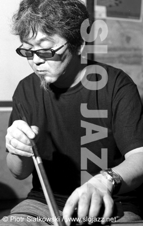 KAZUHISA UCHIHASHI guitar Japanese experimental free improvisation jazz Altered States daxophone player image slojazz photo Piotr Siatkowski
